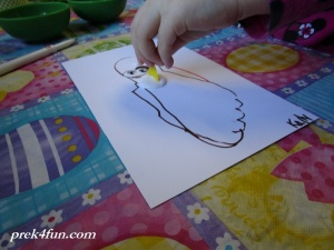 Spring Preschool Bulletin Board foot print Robin non paint