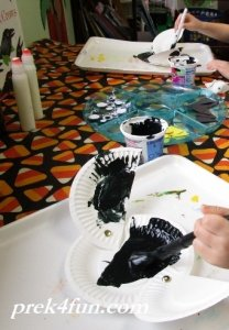 paper-plate-crow-craft-012-800x600